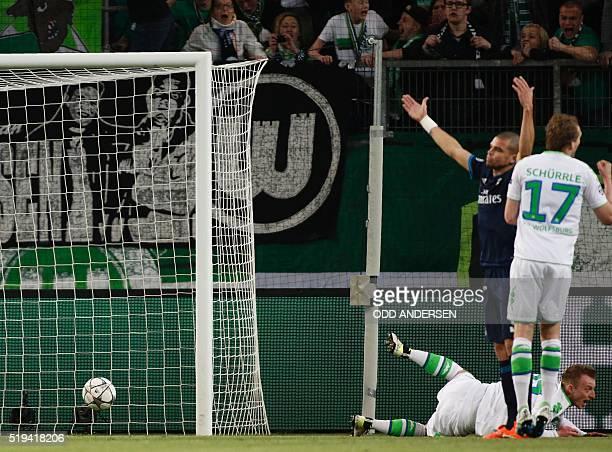 Wolfsburg's midfielder Maximilian Arnold scores the 20 goal during the UEFA Champions League quarterfinal firstleg football match between VfL...