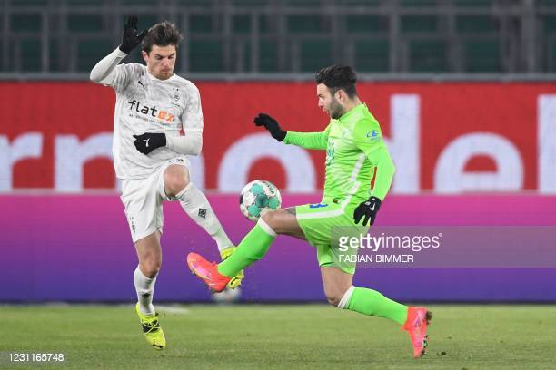 Wolfsburg's Swiss midfielder Renato Steffen and Moenchengladbach's German midfielder Jonas Hofmann vie for the ball during the German first division...