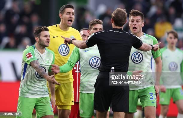 Wolfsburg's Swiss midfielder Renato Steffen Belgian goalkeeper Koen Casteels German defender Sebastian Jung and German defender Robin Knoche discuss...
