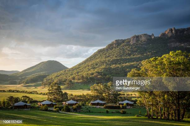 wolgan valley sunrise - valley stock pictures, royalty-free photos & images