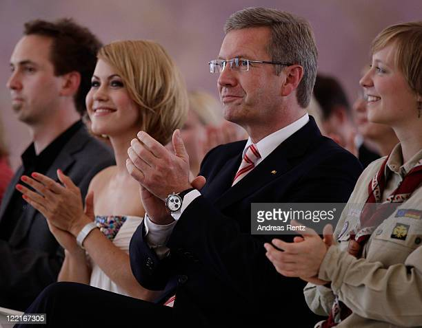 Wolke Hegenbarth and German President Christian Wulff applaud during a ceremony to hand over the Federal Cross of Merit at Bellevue Castle on August...