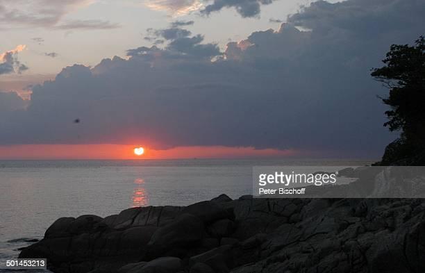 """Wolken am Himmel und Sonnenuntergang, Hotel """"Central Karon Village"""", Karon Beach, Insel Phuket, Thailand, Süd-Ost-Asien, Meer, Felsen, Reise, BB,..."""