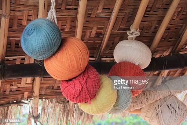 wolle für die teppiche - ranakpur temple stock photos and pictures