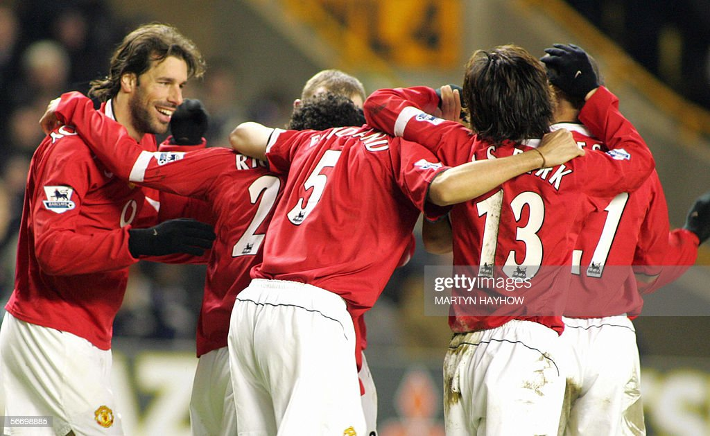 Manchester United's Ruud Van Nistelrooy (L) congratulates Kieran Richardson (2d L-hidden) after he scored his second and United's third against Wolverhampton Wanderersin the 4fourth round of the FA Cup competition at Molineux Stadium, 29 January 2005.