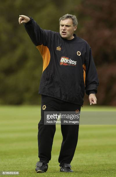 Wolverhampton Wanaderers' Manager Dave Jones at training prior to playing Reading on Saturday in the 1st leg of Nationwide Division One play off game...