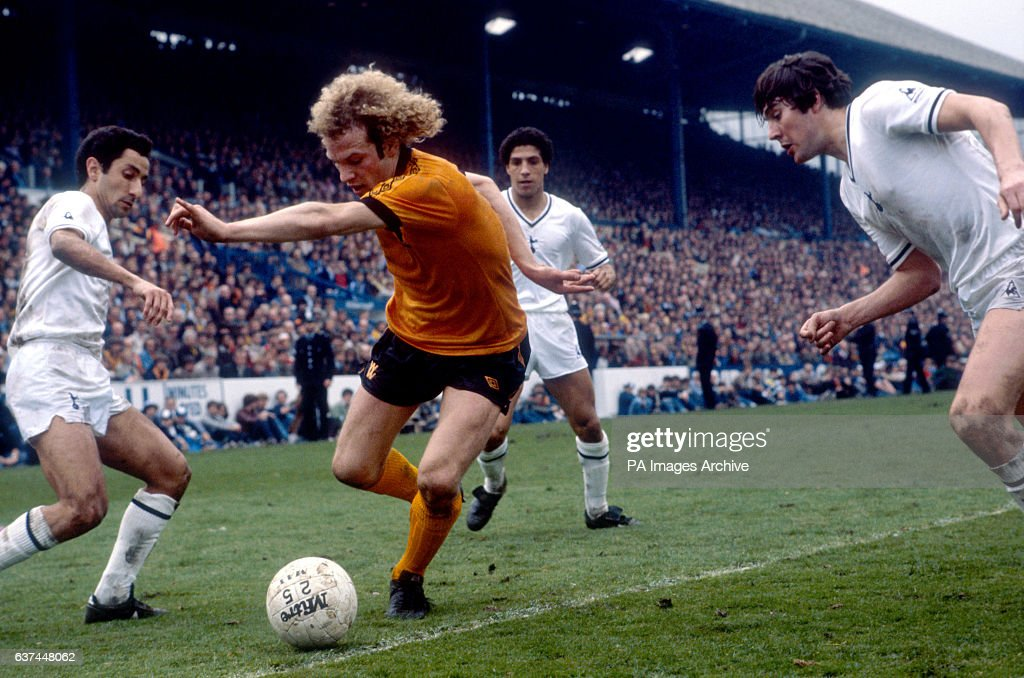 Wolverhampton Wanderers' Andy Gray (second l) tries to dribble past Tottenham Hotspur's Osvaldo Ardiles (l), Chris Hughton (second r) and Paul Miller
