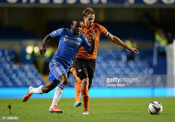 Wolverhampton Wanderers' David Edwards and Chelsea's Victor Moses battle for the ball