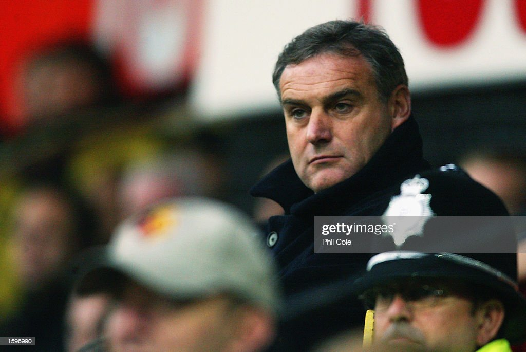 Wolverhampton Wanderers manager Dave Jones looks on during the Nationwide League Division One match between Watford and Wolverhampton Wanderers held on November 2, 2002 at Vicarage Road in Watford, England. The match ended in a 1-1 draw. DIGITAL