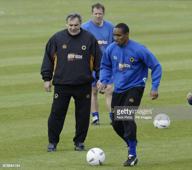 Wolverhampton Wanderers' Manager Dave Jones watches Paul Ince at the Compton training ground prior to playing Reading in the 1st leg of Nationwide...