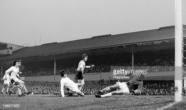 Wolverhampton Wanderers striker John Richards forces a fine save from Tottenham Hotspur goalkeeper Pat Jennings during the UEFA Cup Final 1st leg at...