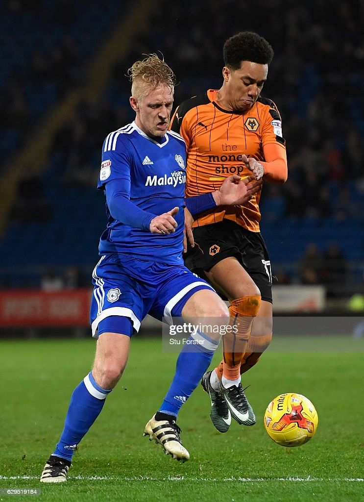 Wolves player Helder Costa (r) challenges Lex Immers of Cardiff during the Sky Bet Championship match between Cardiff City and Wolverhampton Wanderers at Cardiff City Stadium on December 13, 2016 in Cardiff, Wales.