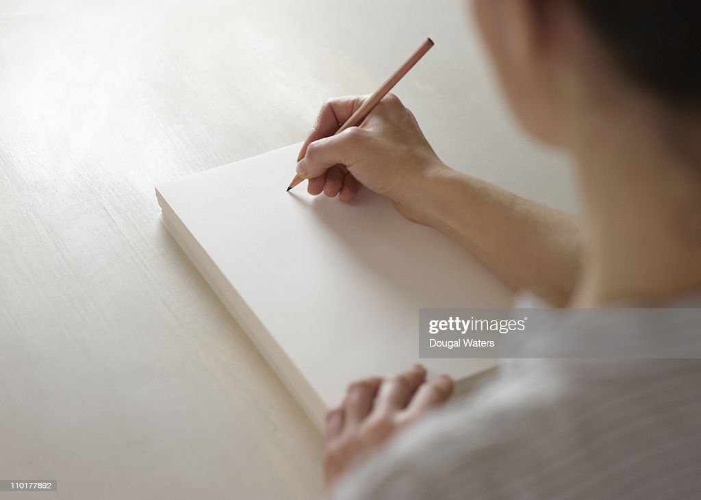 Woman about to draw on blank pad of paper : ストックフォト