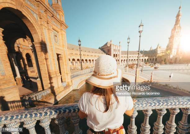 woman admiring plaza de espana, seville, andalucia, spain - sevilla fotografías e imágenes de stock