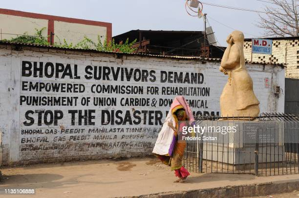 Woman along the wall of the Union Carbide plant in Bhopal The city was hit on 2nd December 1984 by one of the worst industrial desasters in all the...