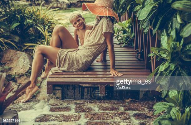 kvinnan och pojken i tropikerna - thailand bildbanksfoton och bilder