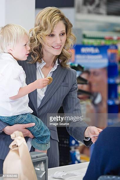 女性や子供のチェックアウト延期