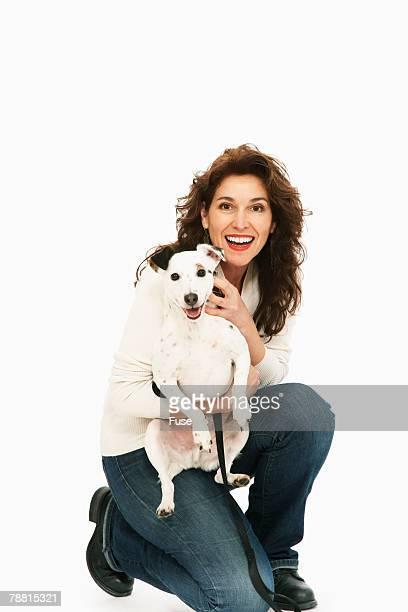woman and dog - animaux domestiques photos et images de collection
