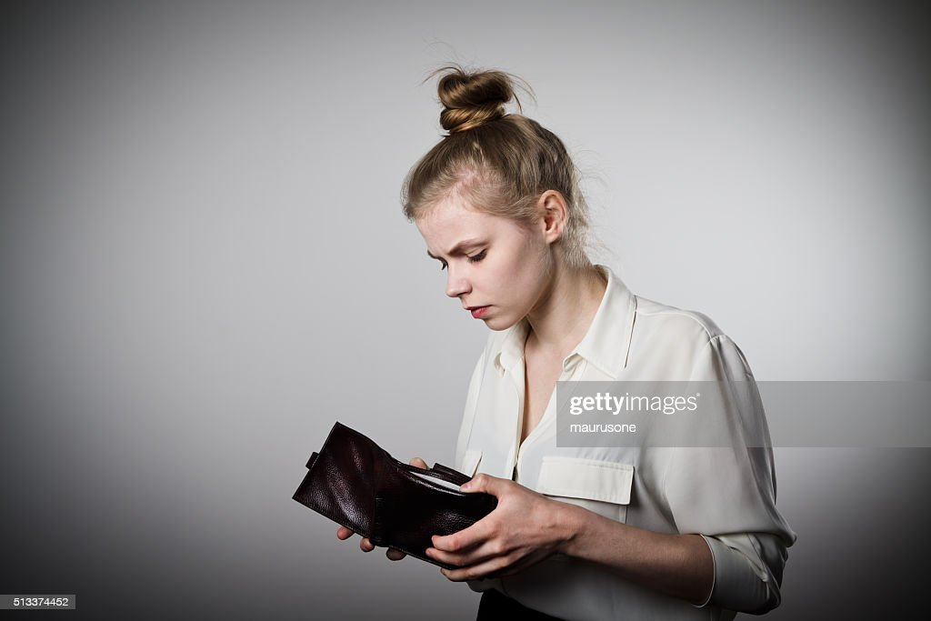Woman and empty wallet : Stockfoto