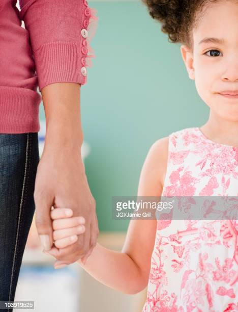 woman and girl holding hands - enseignante photos et images de collection