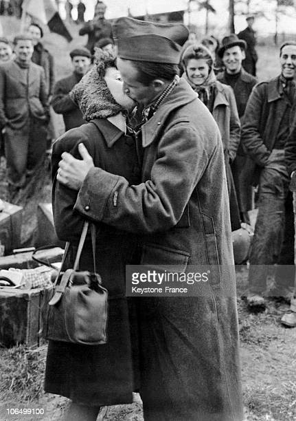 Woman And Her Husband Who Had Been Held Prisoner In Germany For 2 Years Embraced Once They Were Back Together Again In April 1945