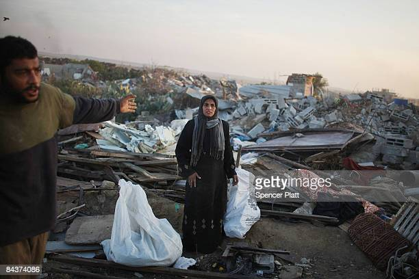 Woman and her husbund stand in front of their destroyed home January 20, 2009 in Jabalia, Gaza Strip. With a cease-fire holding between Hamas...