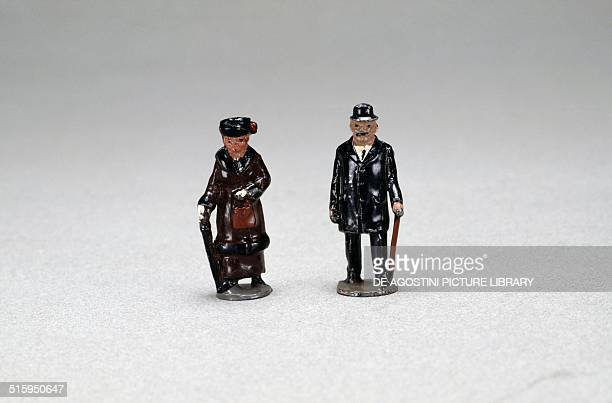 Woman and man with umbrella handpainted hollow cast lead figures made by Britain England 20th century Milan Museo Del Giocattolo E Del Bambino
