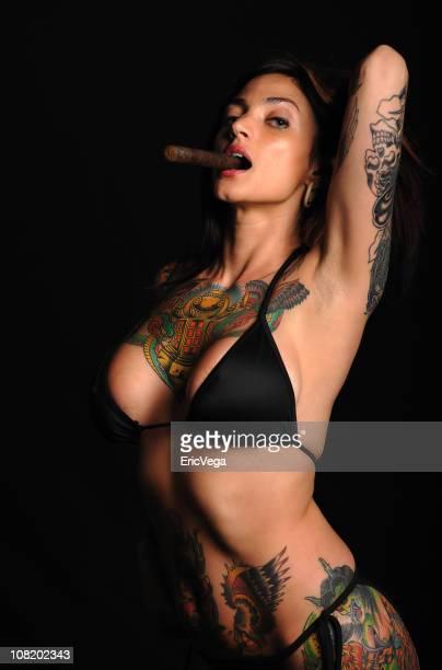 女性やタトゥー