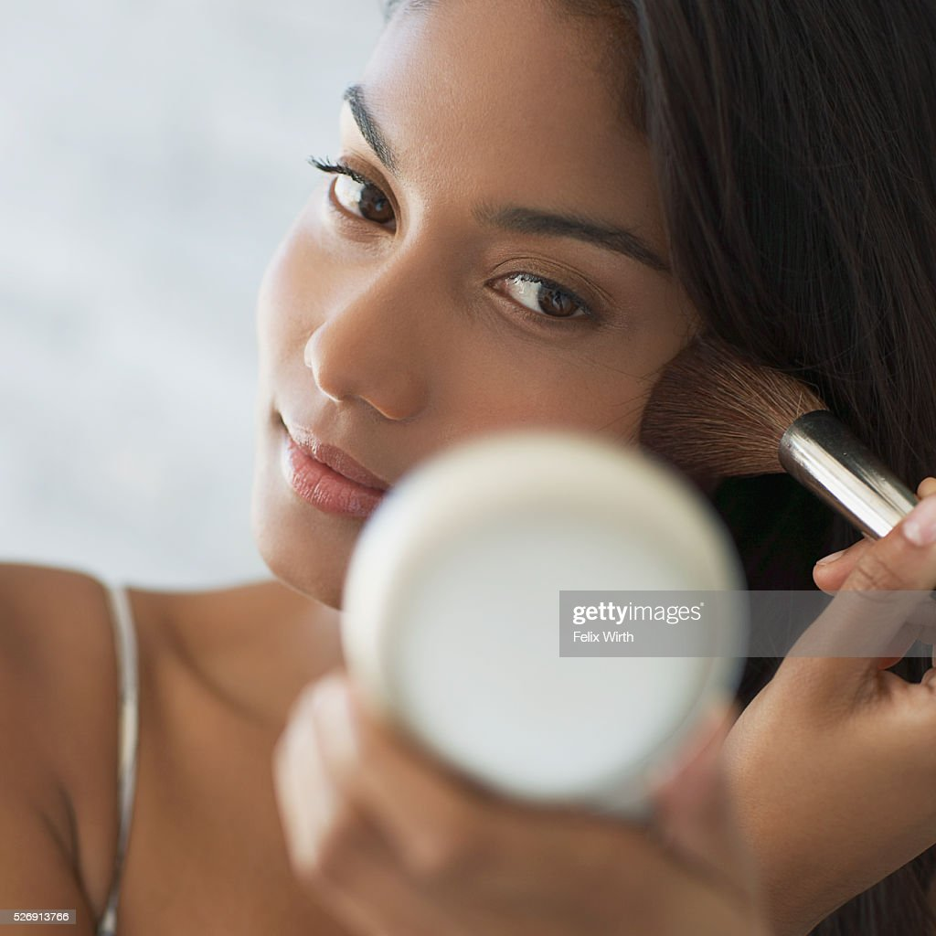 Woman applying make-up : Stock Photo