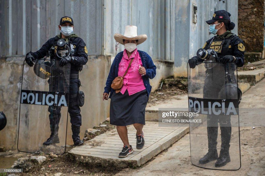 TOPSHOT-PERU-ELECTION-RUNOFF-VOTE : News Photo