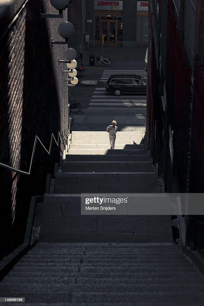 Woman ascending stairway up to Malmskillnadsgatan from Kungsgatan. : Stockfoto