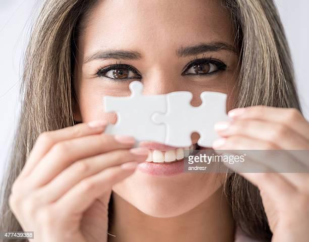 Frau gestalten ein puzzle