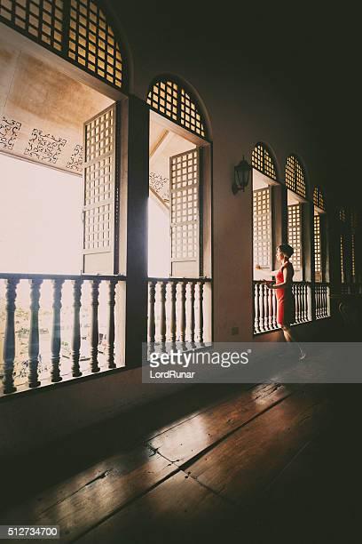 Mulher em uma janela