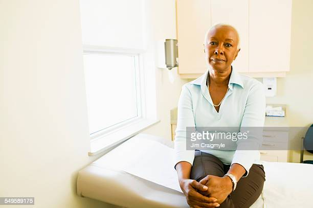 woman at doctors office - examination table stock pictures, royalty-free photos & images