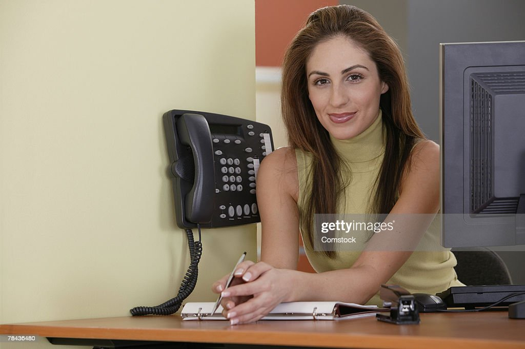 Woman at front desk of business : Stockfoto