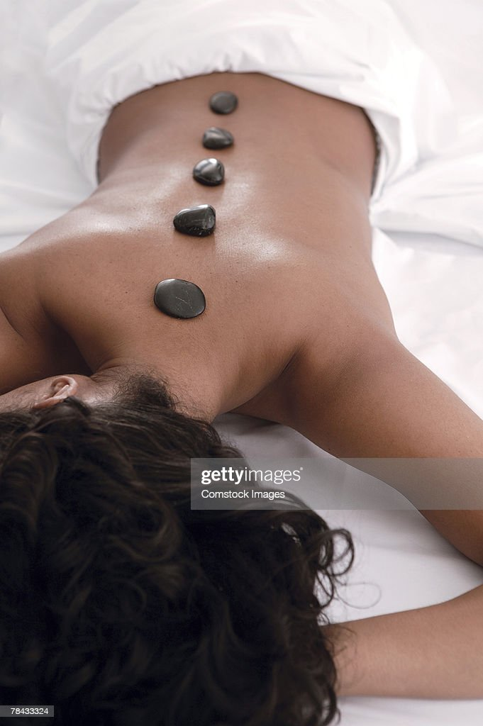 Woman at spa , hot stone therapy : Stockfoto