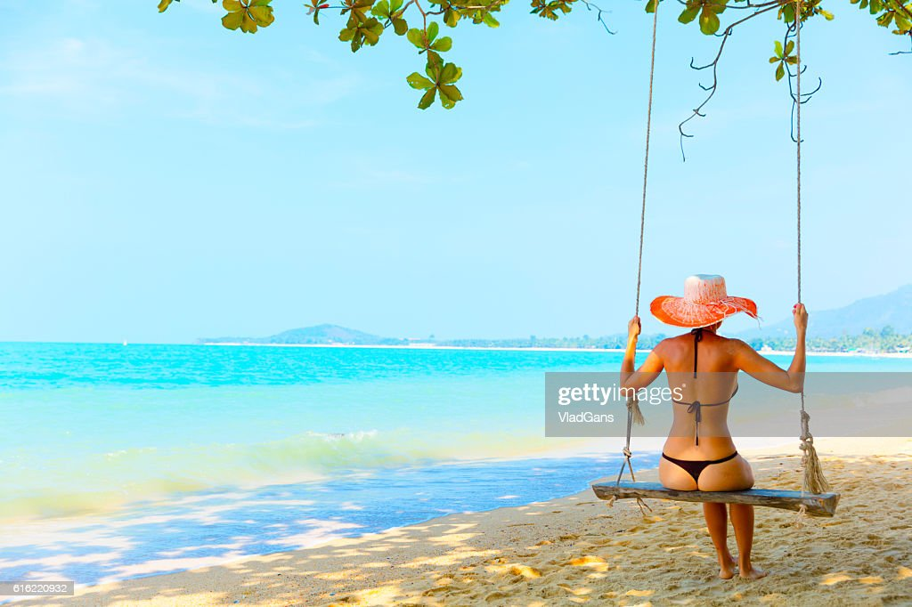Woman at tropical swing : Stockfoto