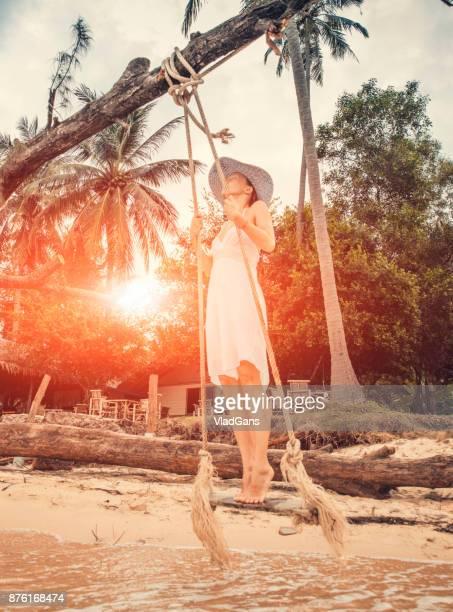 Frau im tropischen swing