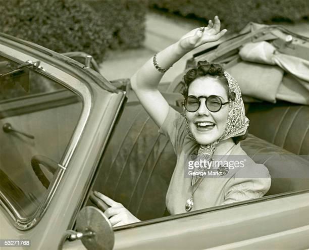 woman at wheel of convertible - donna mezzo busto bianco e nero foto e immagini stock