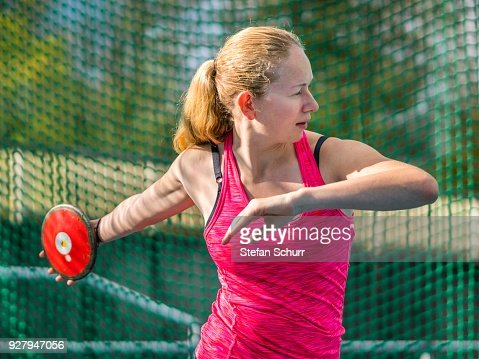 woman-athletics-discus-throwing-picture-
