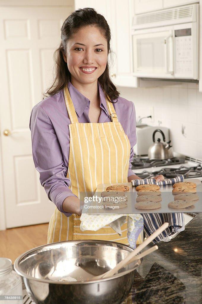Woman baking cookies : Foto de stock