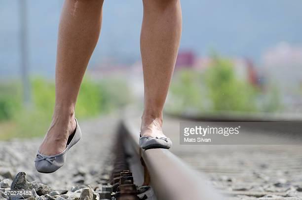 woman balance - parte inferior imagens e fotografias de stock
