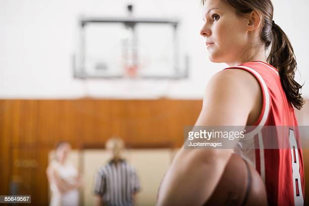 woman basketball player - スポーツユニフォーム ストックフォトと画像