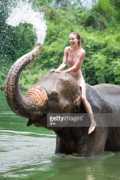 Frau Baden mit einem Elefanten