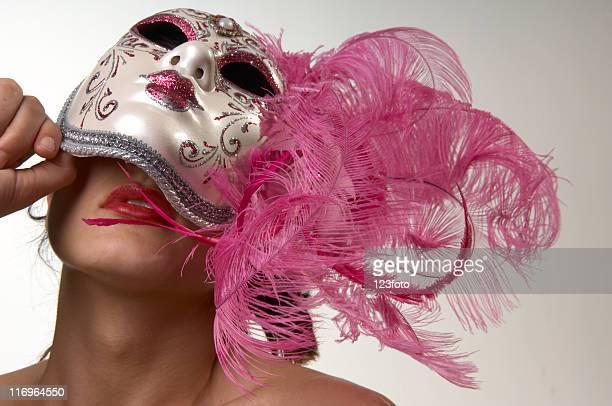 donna dietro la maschera - maschere veneziane foto e immagini stock