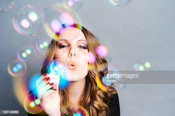 Mujer burbujas de aire comprimido
