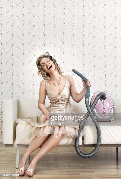 Femme Blowdrying cheveux avec Aspirateur
