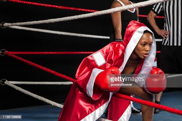 Boxerin betritt den Ring