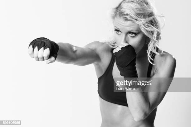 woman boxer - fighting stance stock pictures, royalty-free photos & images