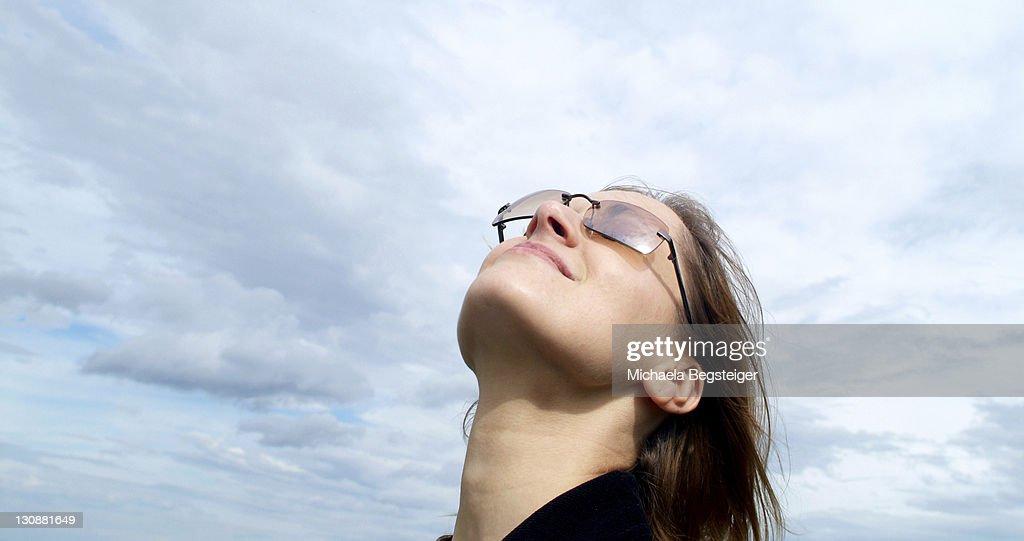 Woman breathe fresh air : Bildbanksbilder