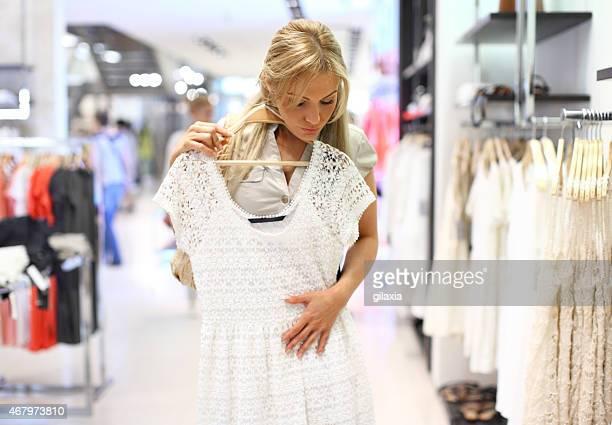 購入女性の新しいドレスです。